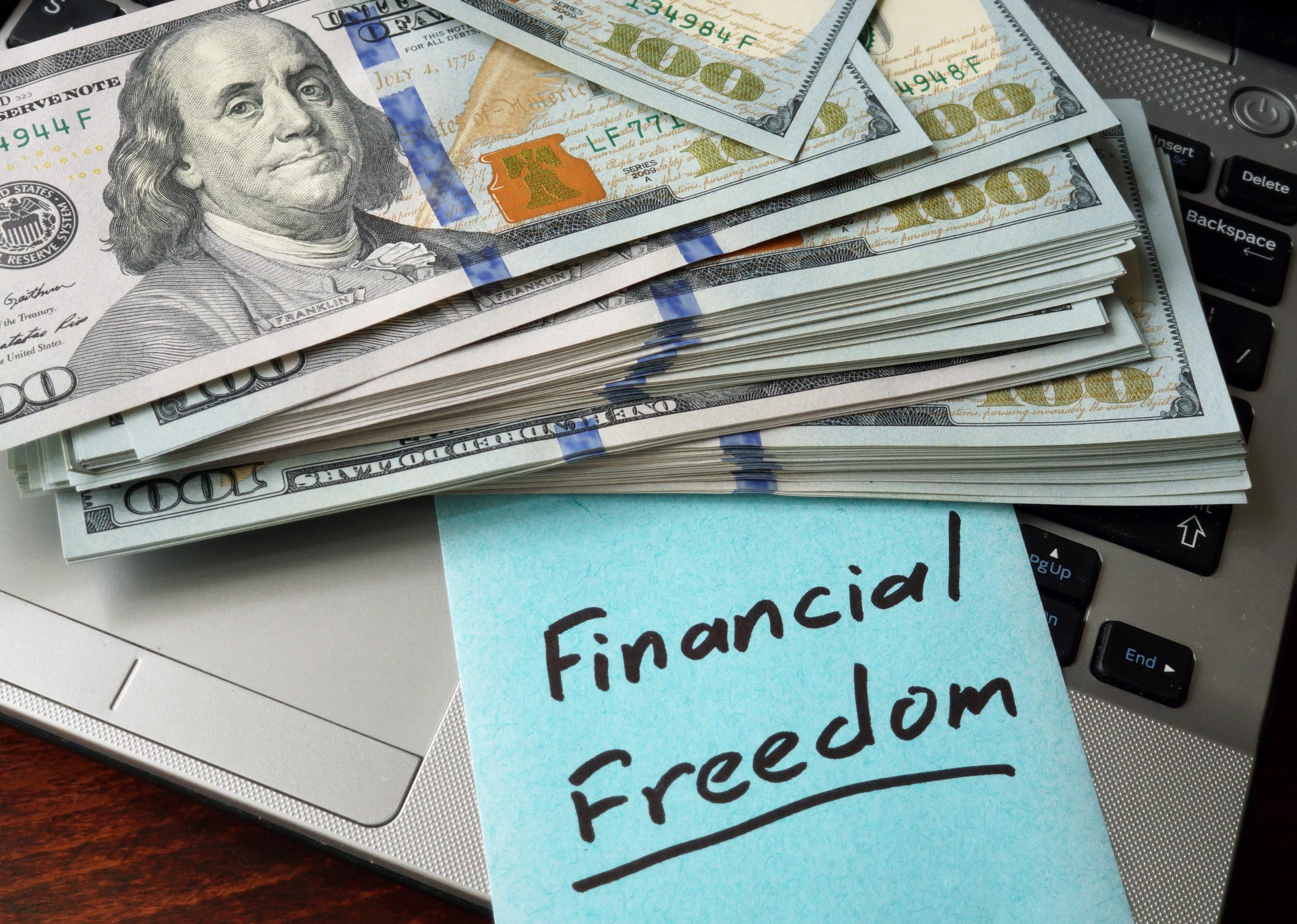 """Finančná nezávislosť a sloboda nie je výsadou len """"horných desaťtisíc"""", ale aj úplne bežných ľudí."""